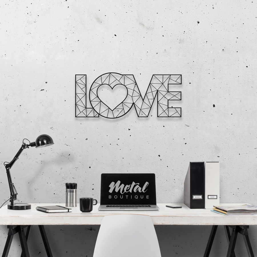 Love: панно с надписью на стену