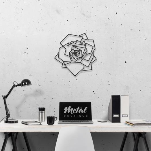 Роза: геометрическая фигура из металла
