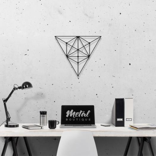 Треугольник: металлический декор на стену